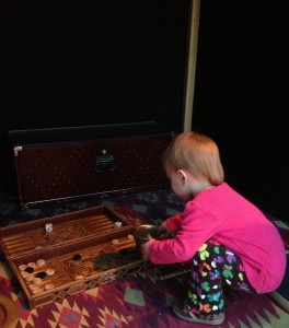 Zyta plays backgammon. Frank would be so proud :)